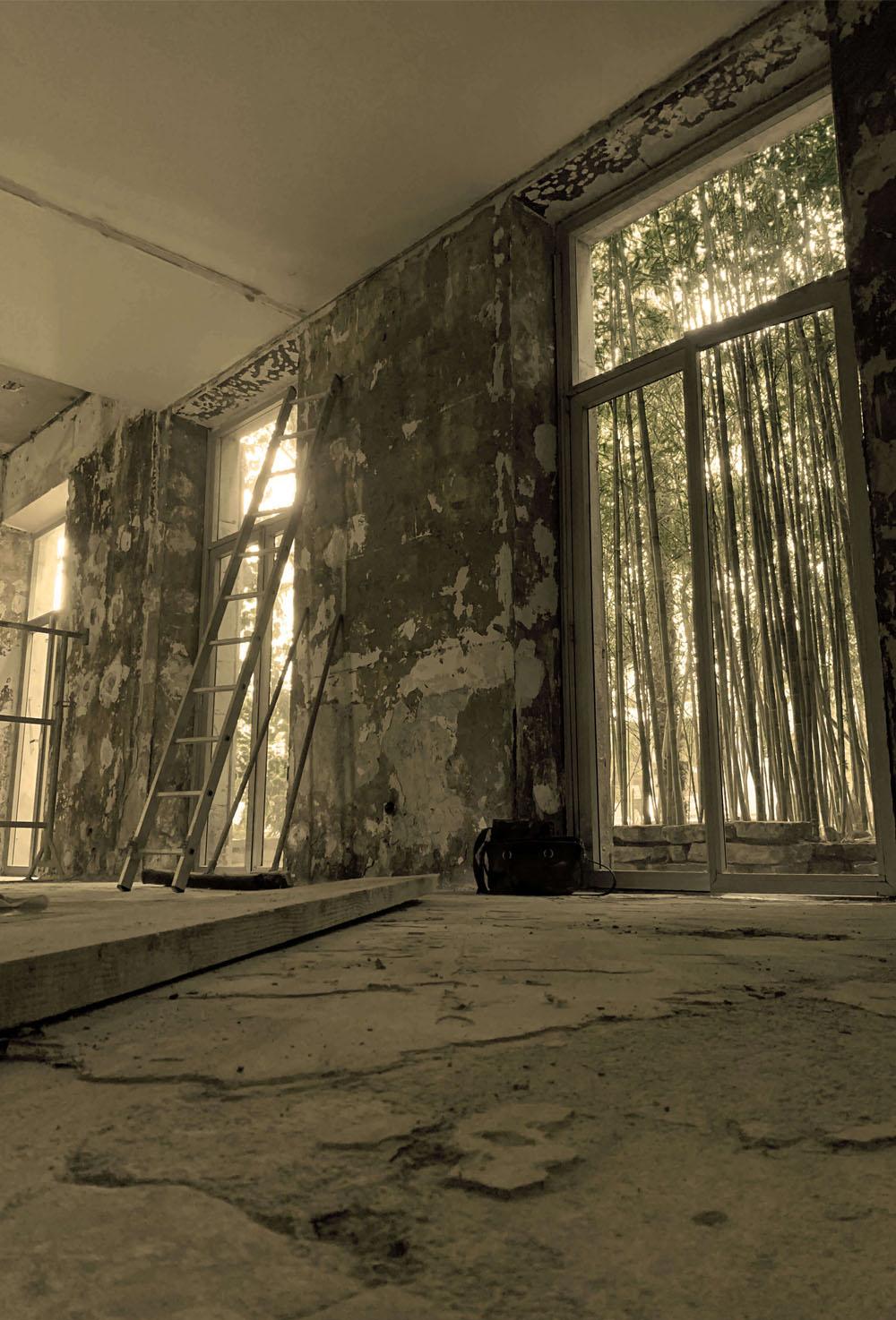 Atmos Architecture - Etude préliminaire : Photo noir et blanc avec filtre vert d'une démolition.
