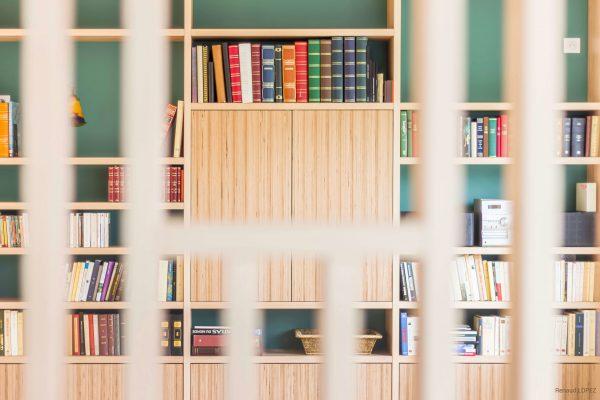 alt = Atmos Architecture - Portfolio - Rénovation d'une maison individuelle - Narbonne - Bibliothèque 02