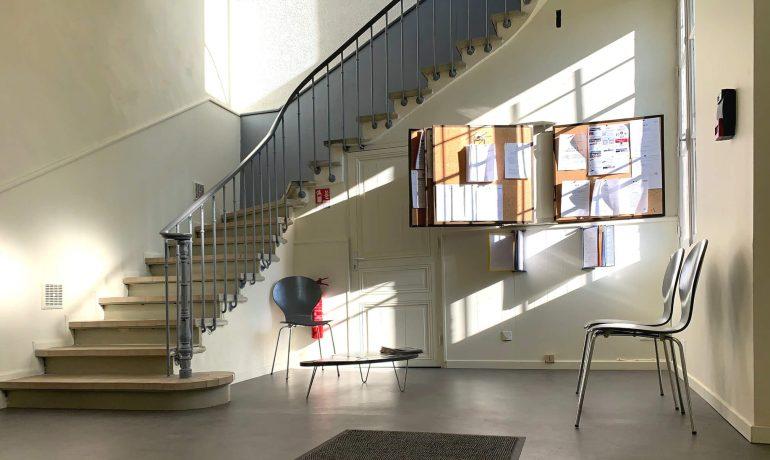 alt = Atmos Architecture - Portfolio - Salle d'attente 02 - Mairie de Bages (Aude)