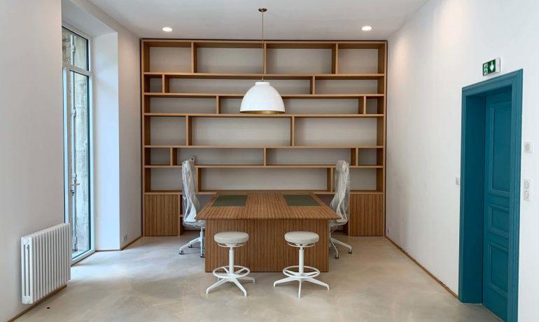 Atmos Architecture : Architecte à Narbonne. Photo couleur de l'aménagement intérieur d'un bureau.